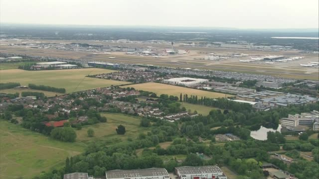 Third runway at Heathrow backed by Government T25011345 2512013 AIR VIEWs over Thames estuary and Heathrow