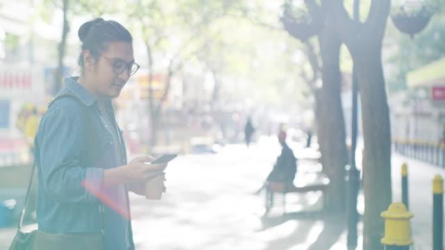 vidéos et rushes de cette zone a la meilleure connexion dans toute la ville - one man only