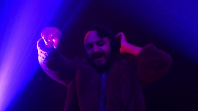 stockvideo's en b-roll-footage met deze beat is zo geweldig - club dj