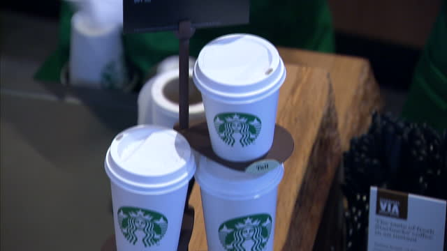 vídeos de stock, filmes e b-roll de this clip contains a black gap third party content removed voiced they sell billions of them a year here in britain but the world's biggest coffee... - starbucks