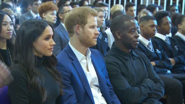 vídeos y material grabado en eventos de stock de this clip contains music and audio of dramatic performance that may require additional third party clearances clean interior shots of prince harry... - 2017