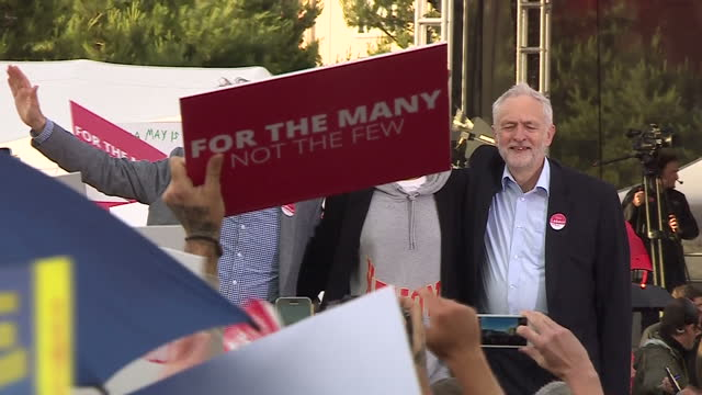 this clip contains music towards the end that may require additional clearances. clean: exterior shots of labour party leader jeremy corbyn posing on... - steve coogan stock videos & royalty-free footage