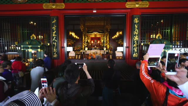 vídeos de stock, filmes e b-roll de this clip may require special release regarding image of gokuden which is the place where the goddess bodhisattva kannon is enshrined asakusa kannon... - templo asakusa kannon