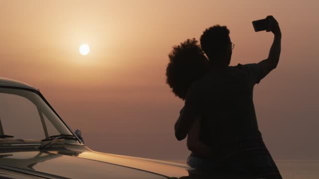 vídeos de stock, filmes e b-roll de esta é uma viagem que nunca esqueceremos. - boyfriend