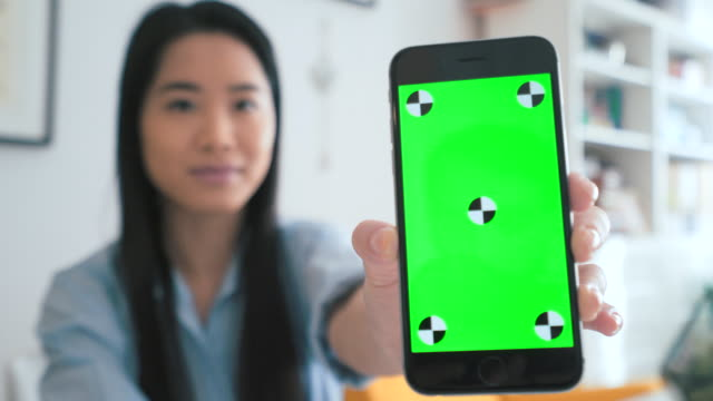 dies ist meine lieblings-app! - halten stock-videos und b-roll-filmmaterial