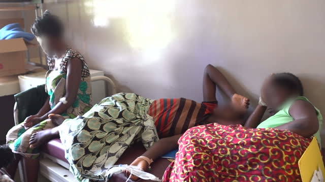 this is part two of a two part report voiced doctors in malawi are warning that president trump's decision to cut funding to groups involved in... - abtreibung stock-videos und b-roll-filmmaterial