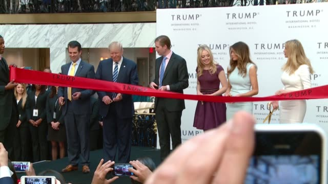 vídeos de stock, filmes e b-roll de this is the isolated footage of the ribbon cutting grand opening by donald trump and family at the trump international hotel just blocks from the... - cortando fita
