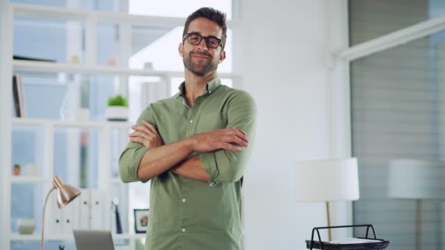 vídeos y material grabado en eventos de stock de así es como el éxito se ve - gafas