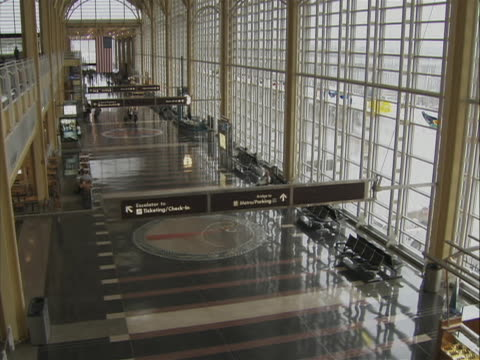 this shot is high angle the airport terminal at ronald reagan washington national airport. the camera tilts down to show the floor and the airport is... - flughafen washington ronald reagan national stock-videos und b-roll-filmmaterial