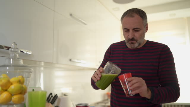 this smoothie is so delicious - peluria del viso video stock e b–roll