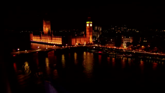 this time-lapse takes place at night on the london eye on the south bank of the river thames.this shot shows starts above big ben before ending at... - big ben点の映像素材/bロール