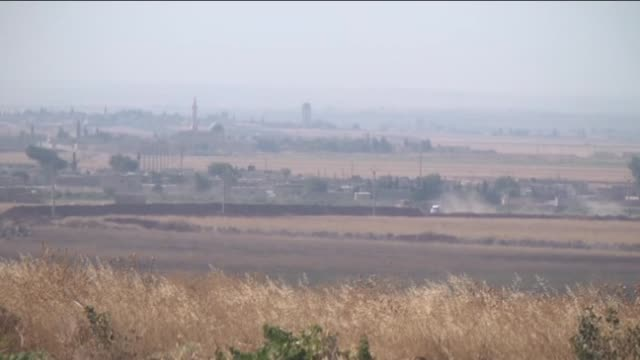this video footaged from turkey's southeastern province of kilis near syrian border shows that smoke rises from azez district of aleppo during... - isil konflikt stock-videos und b-roll-filmmaterial
