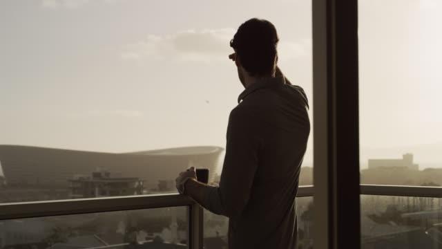 vídeos y material grabado en eventos de stock de esta vista es algo para despertar - balcón