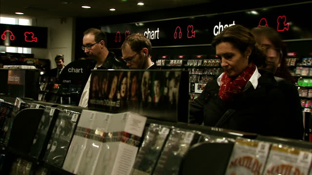 this week the biggest names in retailing will tell us how they've done over christmas, on the high street and online. hmv have not been doing so... - größter stock-videos und b-roll-filmmaterial