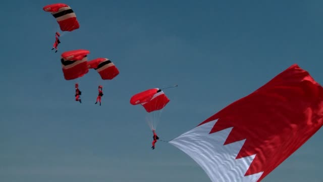 this year's bias 14 is scheduled for 1618 january 2014 at sakhir air base in manama bahrain it is anticipated this year's bias will attract up to... - fallschirm stock-videos und b-roll-filmmaterial