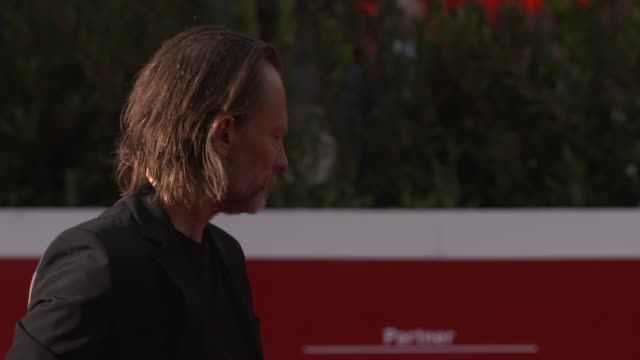 thom yorke walks the red carpet during the 15th rome film festival on october 24, 2020 in rome, italy. - rome film festival点の映像素材/bロール
