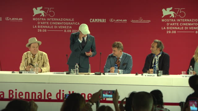 thomas bidegain jacques audiard john c reilly alexandre desplat at 'the sisters brothers' press conference 75th venice film festival on september 02... - 2018 stock-videos und b-roll-filmmaterial