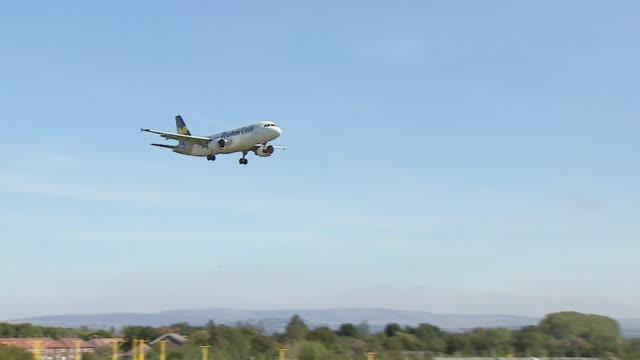 thomas cook aeroplane coming into land at manchester airport, two days before the travel company went into administration - landing touching down stock videos & royalty-free footage