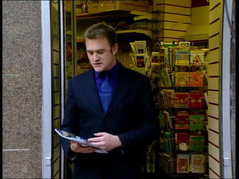 stockvideo's en b-roll-footage met former duchess of york aide jane andrews arrested england london fulham windows of flat where businessman thomas cressman found murdered tilt... - crime and murder