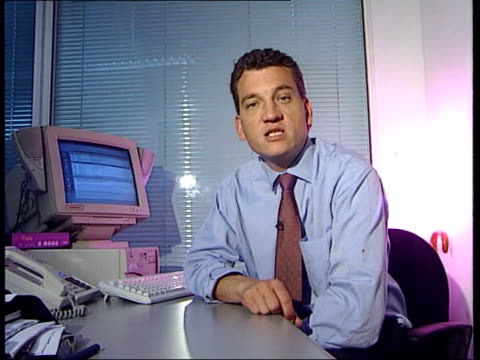 stockvideo's en b-roll-footage met jane andrews convicted england london computer screen showing email pull out i/c - crime and murder