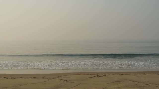 12092017 thomas fire ventura california usa smoke fills the air over the pacific ocean and the beach along pacific coast highway during the thomas... - ventura stock videos and b-roll footage