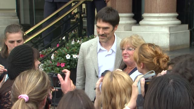 thomas gibson poses with fans at the 51st monte-carlo television festival in monte-carlo 06/06/11 - thomas gibson stock videos & royalty-free footage