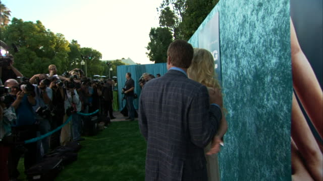 thomas jane and anne heche posing for paparazzi and moving along the red carpet with handlers - anne heche stock videos & royalty-free footage