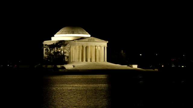 vidéos et rushes de thomas jefferson memorial, de nuit - jefferson memorial