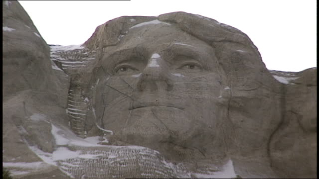 cu thomas jefferson on mt rushmore - thomas jefferson stock videos & royalty-free footage