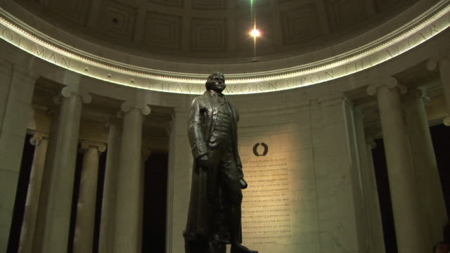 vidéos et rushes de ms, zi, thomas jefferson statue in jefferson memorial, washington dc, washington, usa, - jefferson memorial