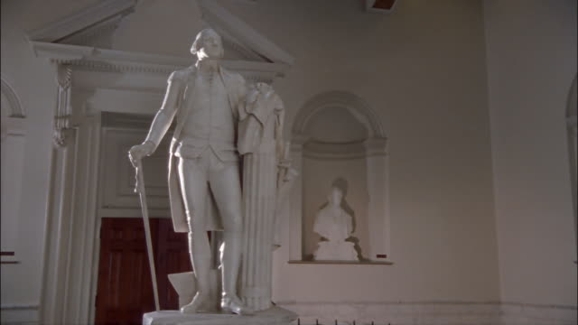 ms, pan, thomas jefferson statue in virginia state capitol, richmond, virginia, usa - thomas jefferson stock videos & royalty-free footage