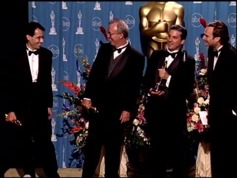 vídeos de stock e filmes b-roll de thomas l fisher at the 1998 academy awards at the shrine auditorium in los angeles california on march 23 1998 - 70.ª edição da cerimónia dos óscares