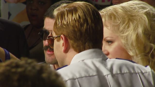vídeos de stock, filmes e b-roll de thomas lennon and wendi mclendoncovey at the 'reno 911 miami' premiere at grauman's chinese theatre in hollywood california on february 16 2007 - wendi mclendon covey