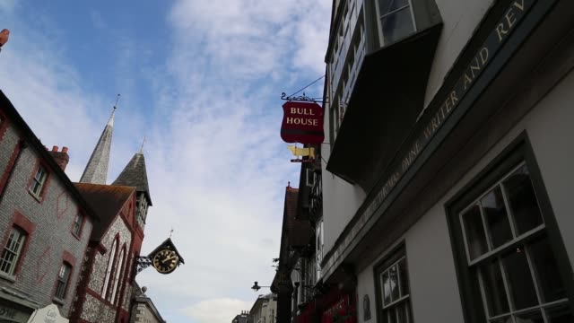 stockvideo's en b-roll-footage met thomas paine moved to lewes in 1768, a town with a tradition of opposition to the monarchy and pro-republican sentiments that dated back to the... - kerktoren