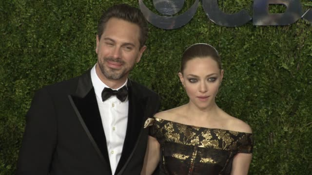 thomas sadoski and amanda seyfried at 2015 tony awards arrivals at radio city music hall on june 07 2015 in new york city - 2015 stock-videos und b-roll-filmmaterial