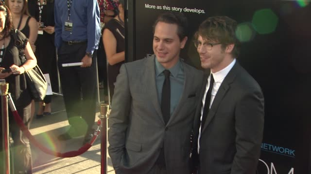 vídeos y material grabado en eventos de stock de thomas sadoski john gallagher jr thomas sadoski john gallagher jr at hbo's 'the newsroom' premiere at arclight cinemas at arclight cinemas cinerama... - cinerama dome hollywood