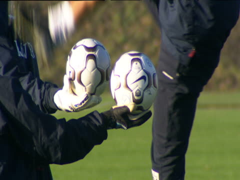 thomas sorensen lifts leg over footballs held by others during training exercise birmingham 27 nov 03 - kopfbedeckung stock-videos und b-roll-filmmaterial