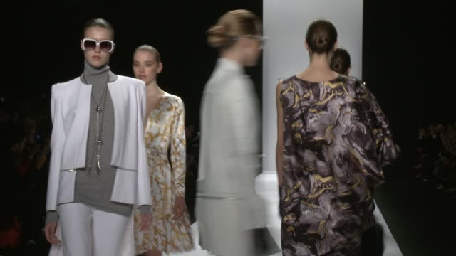 stockvideo's en b-roll-footage met clean thomas wylde fall 2015 mercedesbenz fashion week at the theater at lincoln center on february 18 2015 in new york city - thomas wylde