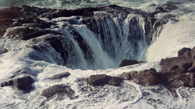 vídeos de stock, filmes e b-roll de thor está bem oregon seascape - drenagem