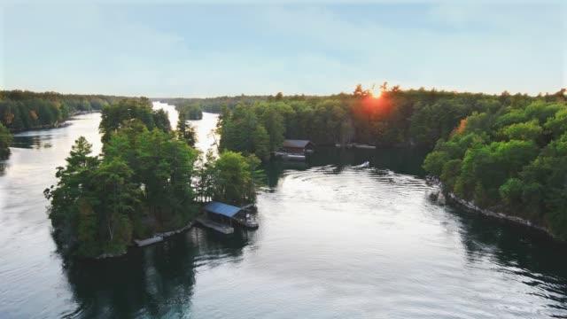 thousand islands nationalpark kanada 1000 inseln - sankt lorenz strom stock-videos und b-roll-filmmaterial