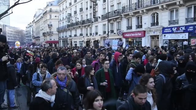 thousand of student demonstrate in paris against university selection and against vidal law in paris france on february 1st 2018 - streik stock-videos und b-roll-filmmaterial