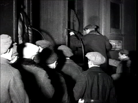 25 thousand workers are sent throughout the country to help farmers collectivize crowd in the train station of rostovondon workers from leningrad and... - anno 1925 video stock e b–roll