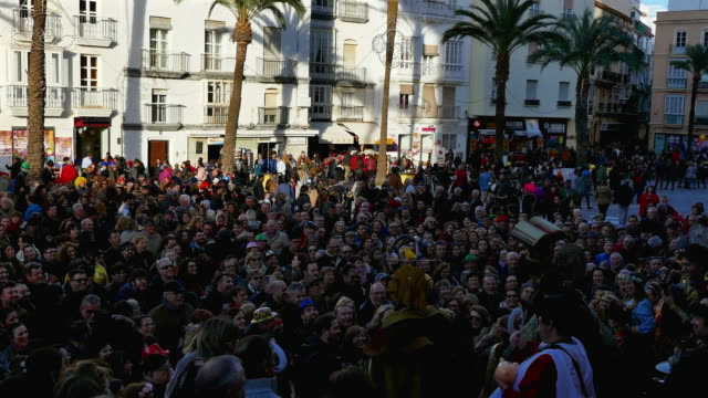 thousands arrive to cadiz for the annual carnival celebration, said to be the world's second largest only to that in rio. unique to cadiz, hundreds... - satire stock-videos und b-roll-filmmaterial