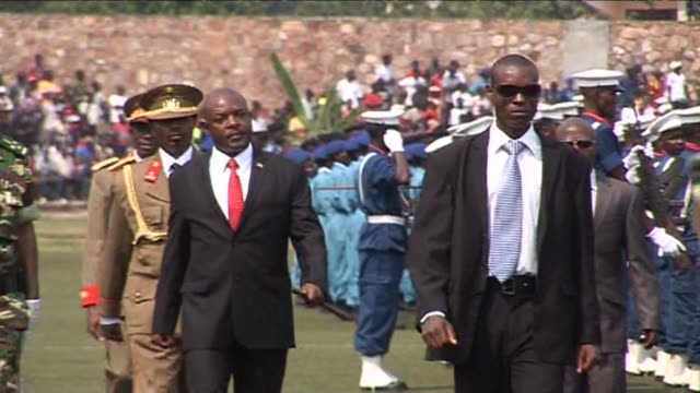 thousands gather in a stadium to celebrate burundi's 53 years of independence - independence video stock e b–roll