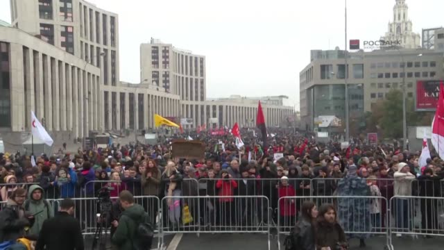 thousands gather in moscow for a demonstration demanding the release of opposition protesters prosecuted in recent months - protestor stock videos & royalty-free footage