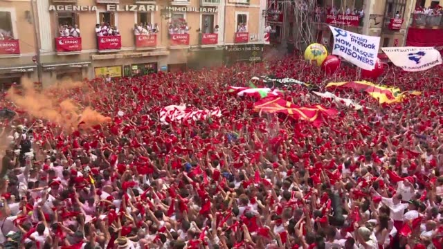 thousands gather to celebrate the beginning of pamplona's famed san fermin bull running festival - comunidad foral de navarra stock videos and b-roll footage