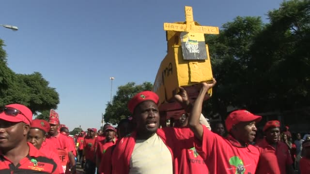 stockvideo's en b-roll-footage met thousands gather to rally for the economic freedom fighters at the lucas moripe stadium in pretoria ahead of south africas elections this wednesday - gauteng provincie