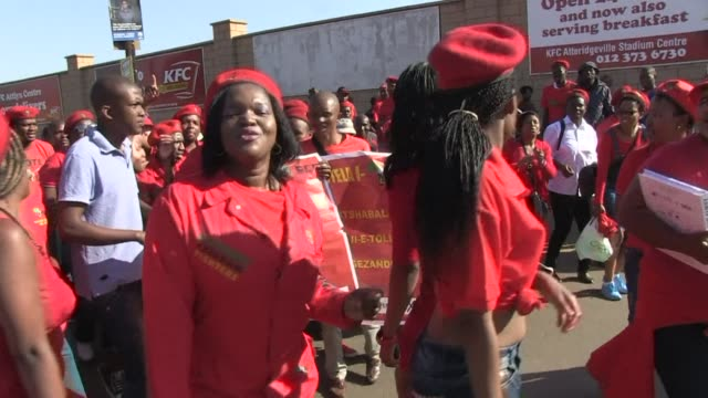 stockvideo's en b-roll-footage met thousands gather to rally for the economic freedom fighters at the lucas moripe stadium in pretoria ahead of south africa's elections this wednesday - gauteng provincie