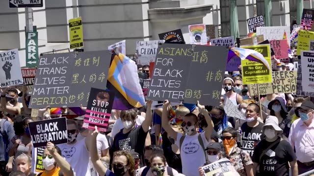 stockvideo's en b-roll-footage met thousands gathered for the 'queer liberation march for black lives and against police brutality' in manhattan new york city the march began at foley... - chanten