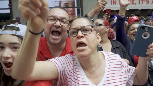 vídeos y material grabado en eventos de stock de thousands gathered on 5th avenue for the 61th annual puerto rican day parade in manhattan new york city usa #prparade - usa